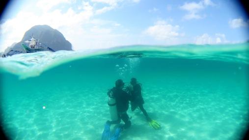Übungen zum Umgang mit dem Mundstück unter Wasser