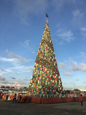 Weihnachtsbaum am Baywalk in PPC