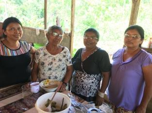 Gastgeberinnen Oma mit ihren Töchtern