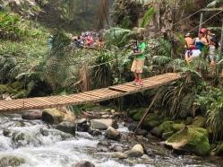 Brücke zum Catarata Rio Agrio