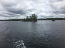 zwei Inseln mit Brücke