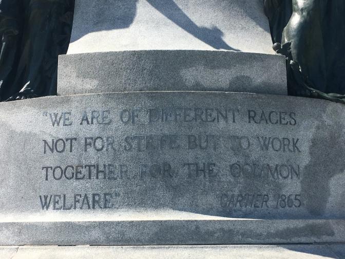 Wir sind aus verschiedenen Rassen, nicht um zu streiten, sondern um für das Gemeinwohl zusammen zu arbeiten.