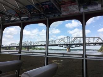 Alexandrabrücke vom Aquataxi aus